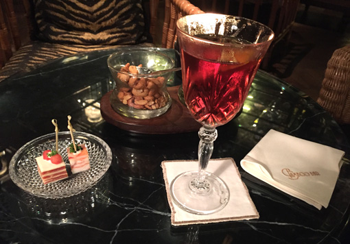 Drinks and snacks at the Bamboo Bar Mandarin Oriental Bangkok