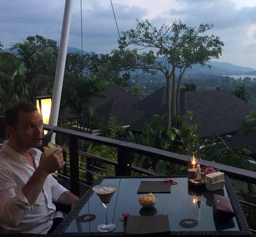 Pre_dinner_cocktails_360_bar_Pavilions_Phuket